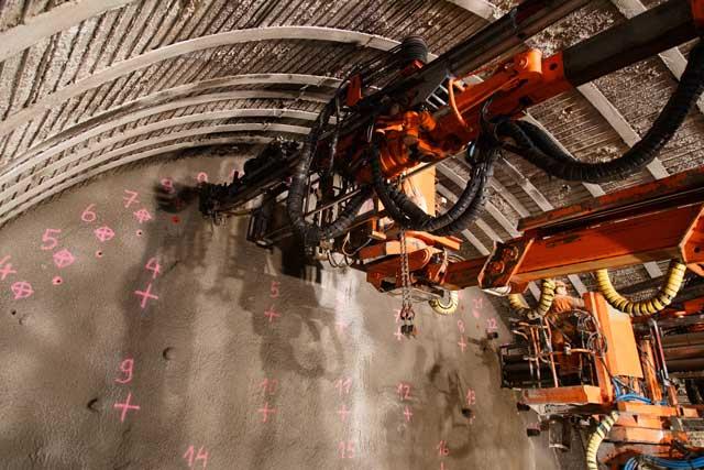Equipamentos utilizados na lavra subterrânea - Perfuratriz